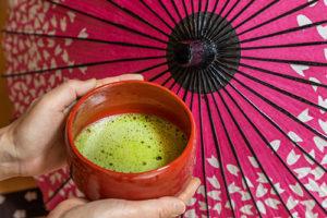 滋賀県大津市、草津市の茶道教室、「初めての表茶道」です。入会金なし、無料体験あります。料金も月謝ではなく、レッスン1回につきお支払いただく制度です。お気軽に楽しむことができます。
