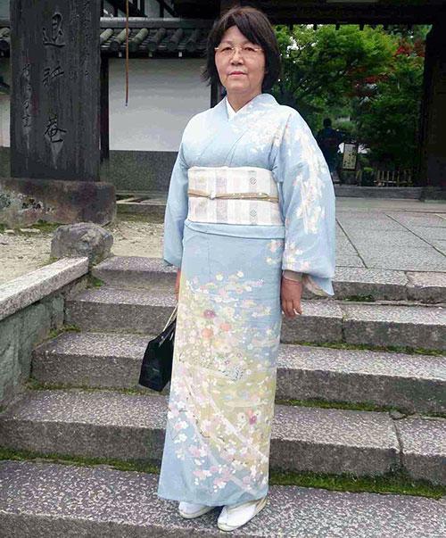 滋賀県大津市「初めての表茶道」の講師、谷垣です。大津市の茶道教室です。草津からも近く、便利な場所にございます。